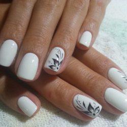 Discreet nails photo