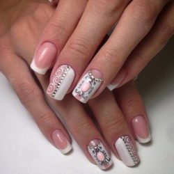 Beige and white nails photo