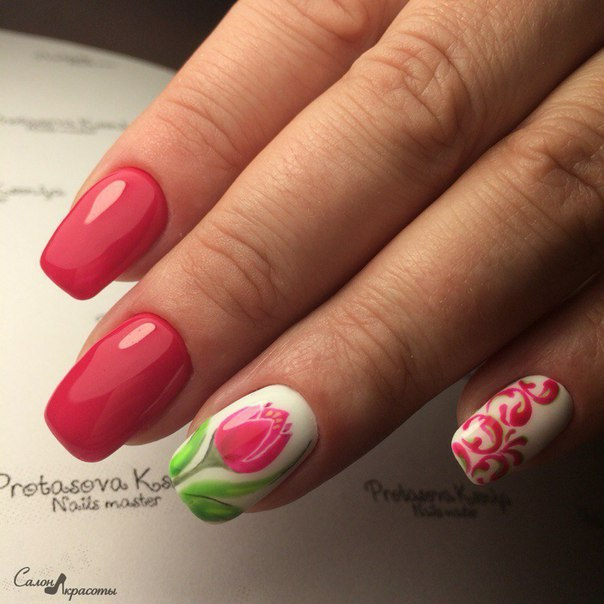 Nails with tulips
