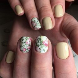 Beige and pastel nails photo