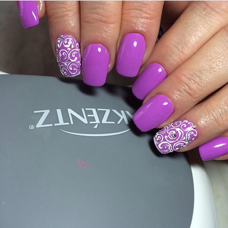 Nails under a lilac dress
