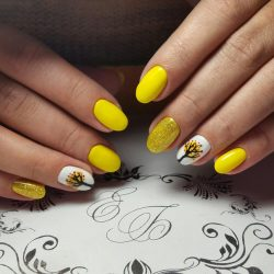 Fall yellow nails photo
