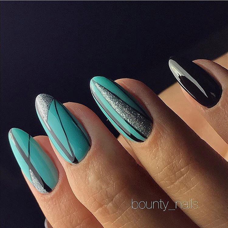 Nail art stripes