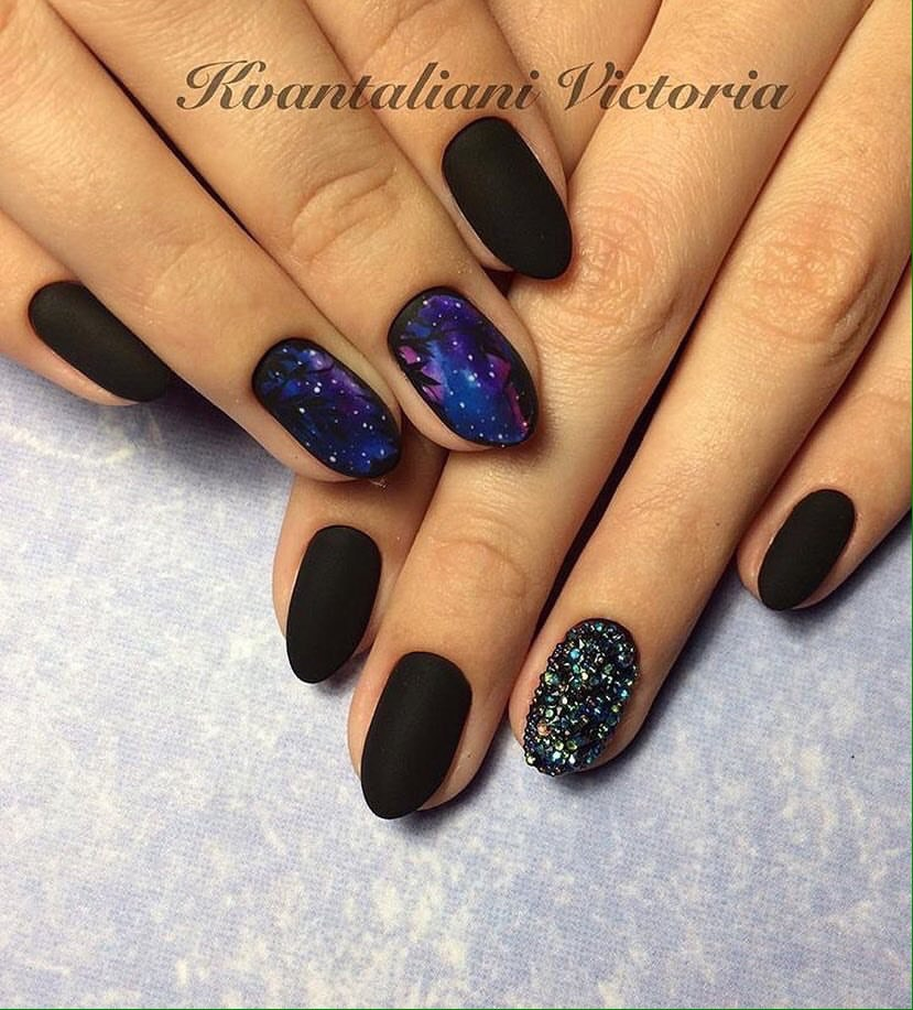 Black Nail Polish Fashion