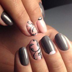 Zigzag nails photo