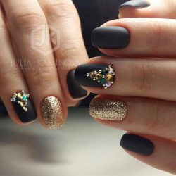 Black and gold nails photo