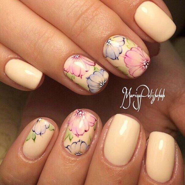 Light summer nails