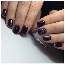 Dark nails photo