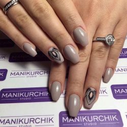 Black pattern nails photo