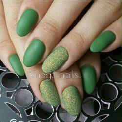 Green nails photo