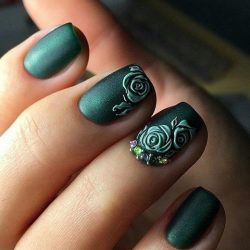Green short nails photo