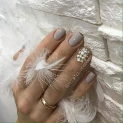 Light gray nails photo