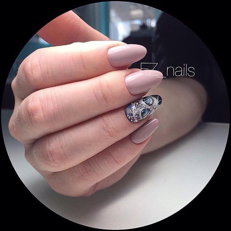 Evening dress nails