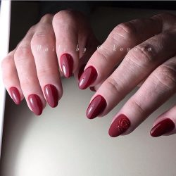 Maroon nails photo