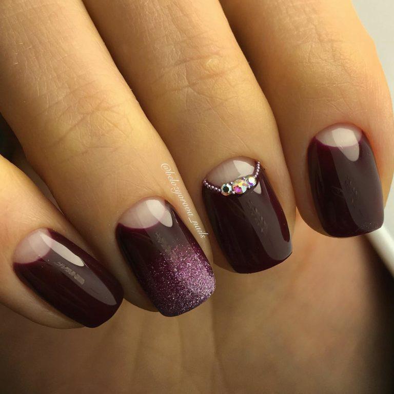 Maroon short nails