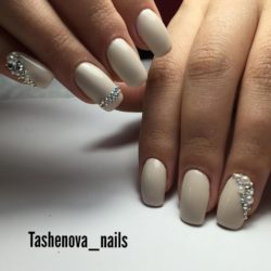 Bridal nails photo