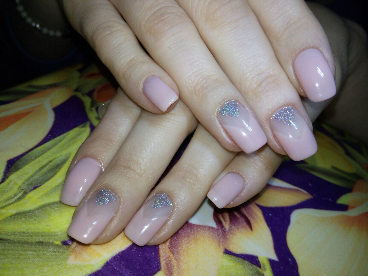 Beige nails with glitter