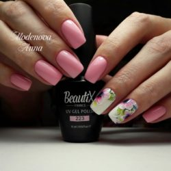 Romantic nails photo
