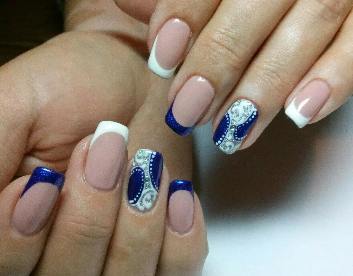 White and blue french manicure