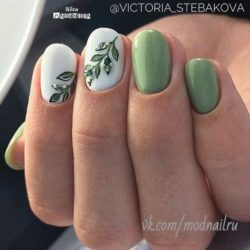 Green nail art photo