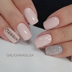 Beige nails photo