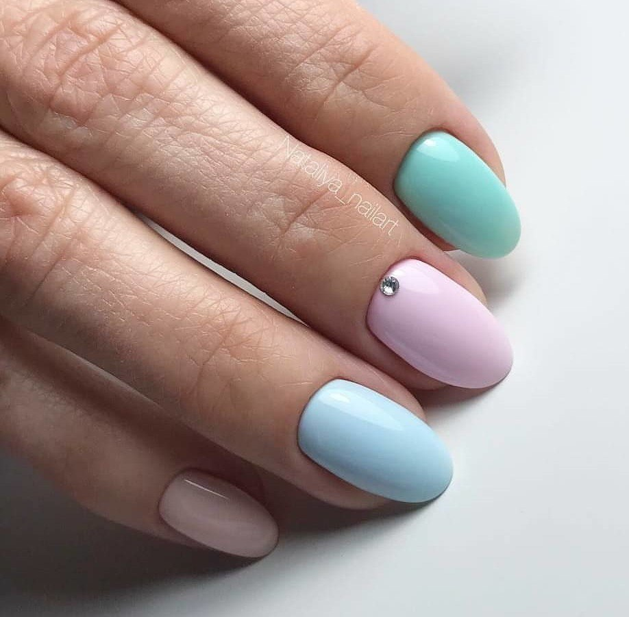 Summer nails to the sea