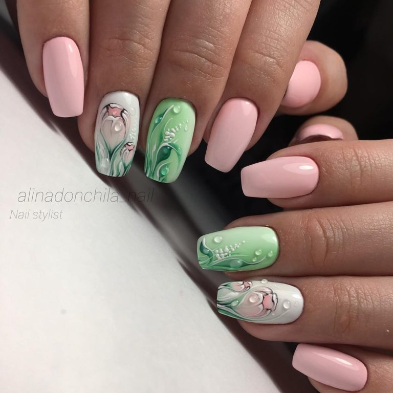 Gentle nails with flowers