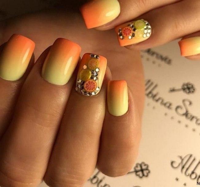 Bright gradient nails