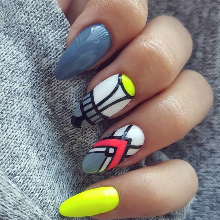 Bright fashion nails