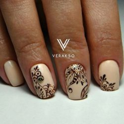 Beige wedding nails photo