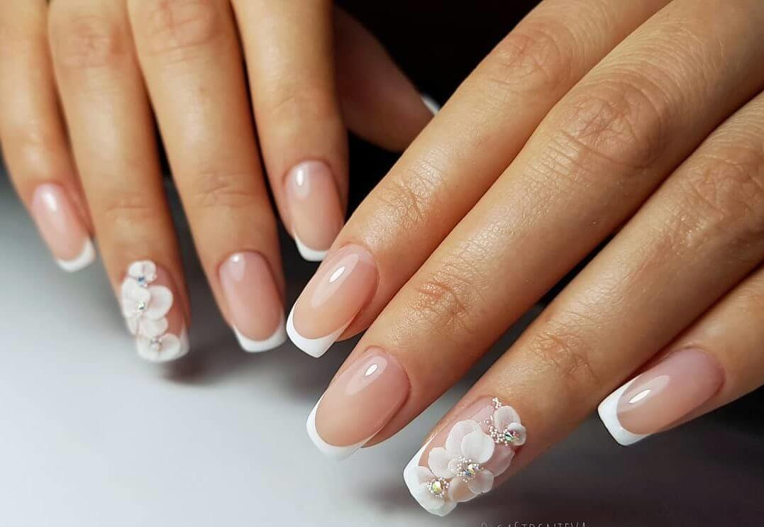 White and pink french manicure