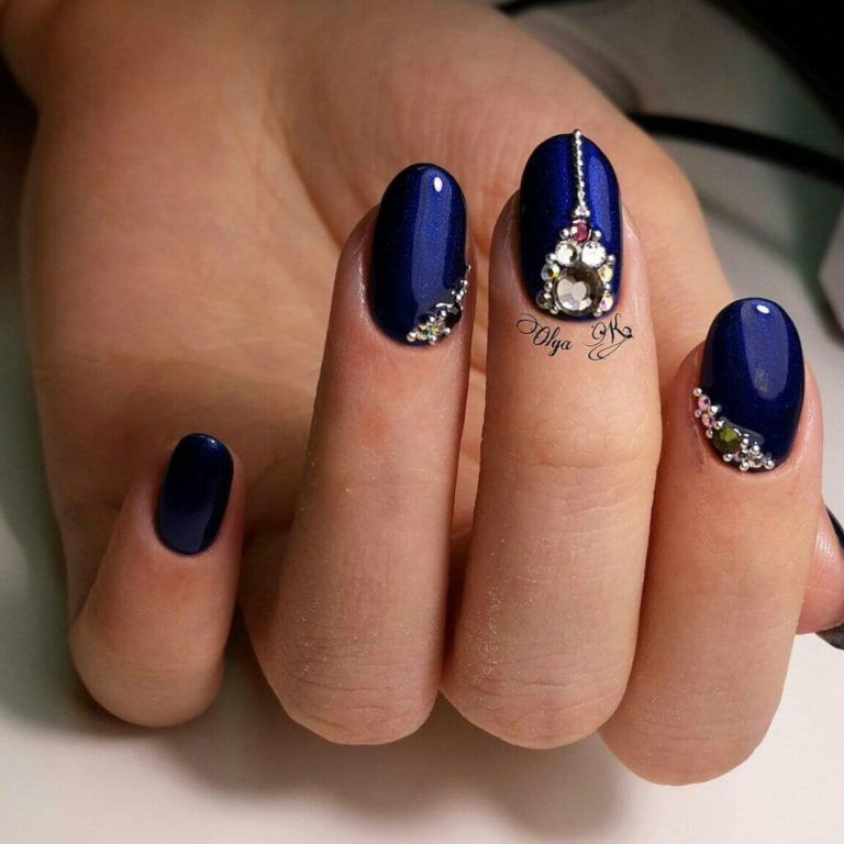 Shades of blue nails