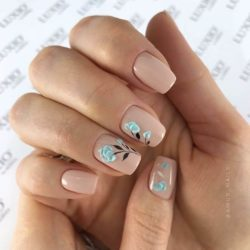 Square nails photo