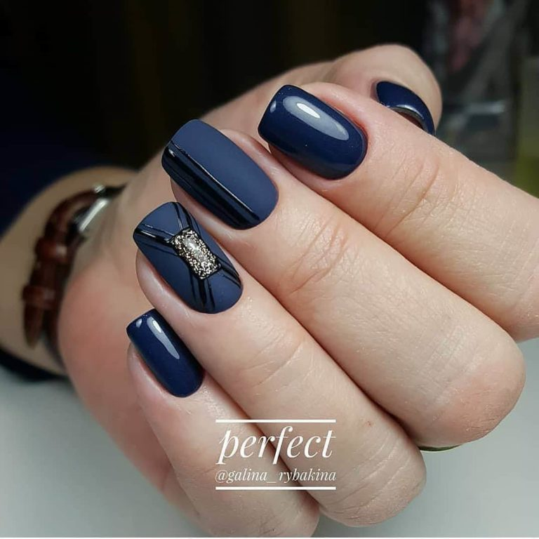 Matte nails with glossy pattern