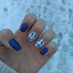 White and blue nails photo