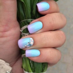 Obmre nails photo