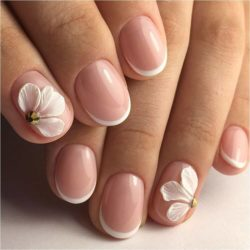 French manicure photo